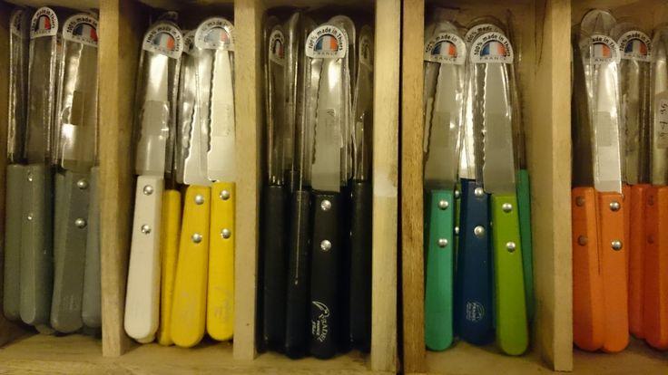 Franse kleurrijke mesjes   VIA CANNELLA KOOKWINKEL   CUIJK