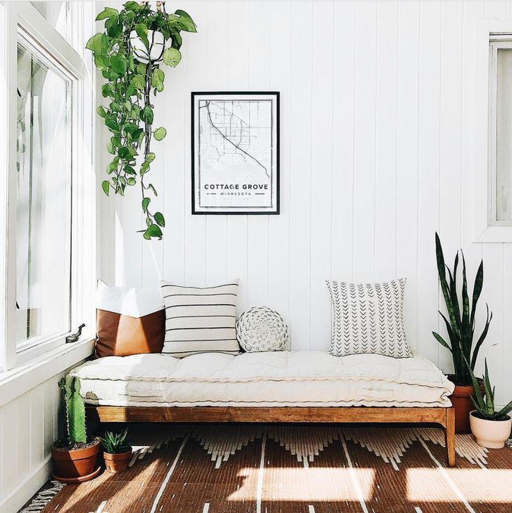 Angela Mueller, a stay-at-home mom of four, graciously shared her gorgeous 1970's minimal rustic home in Minnesota. we love her balanced, inviting style and her thoughtful use of plants throughout, and think you will too.