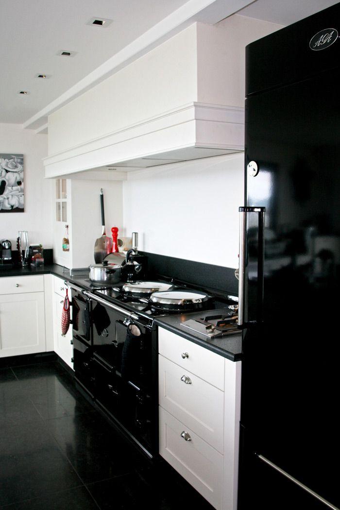 lignes sobres pour une cuisine en bord de mer ambiance cottage cuisines malegol cuisine. Black Bedroom Furniture Sets. Home Design Ideas