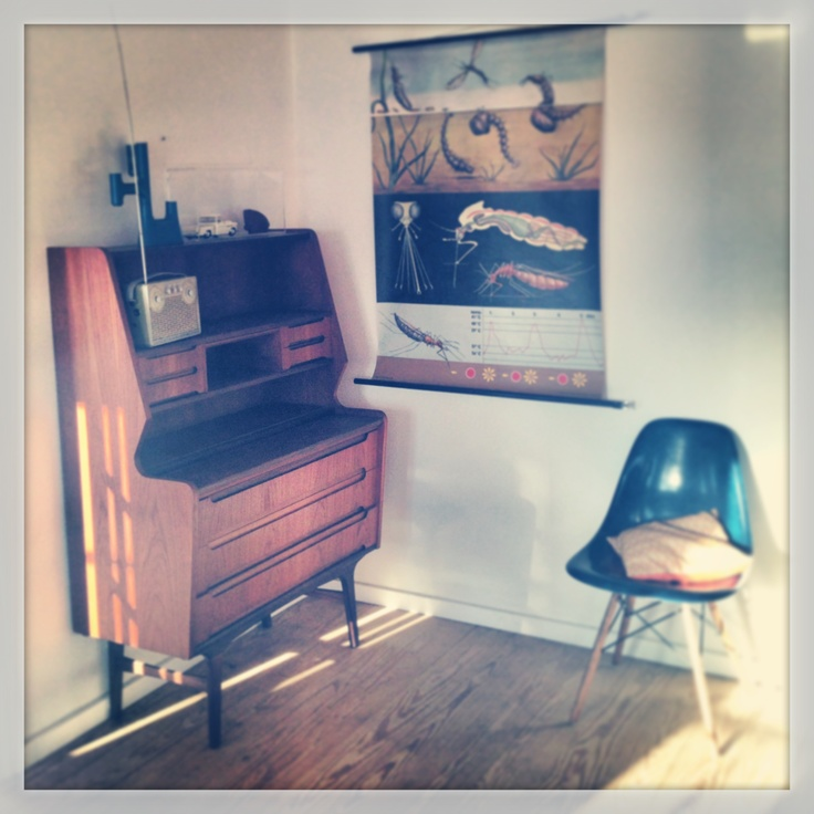 Retro Living Room Photo Decorating Inspiration