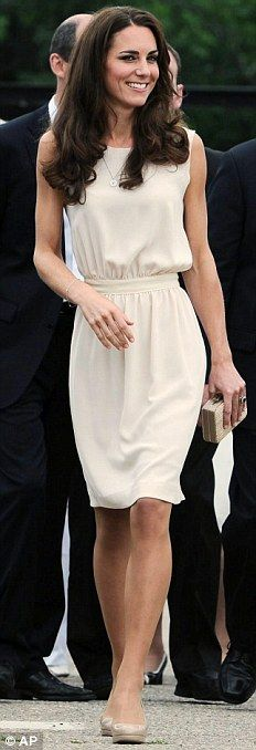 Duchess has worn 5 per cent yellow, 4 per cent purple, 4 per cent teal and 15 per cent cream (  <----  OK so this comment was already on this pin when I re-pinned it...but this just shows that when your famous you have no privacy. And that your life turns into a percentage of what colors you wear)