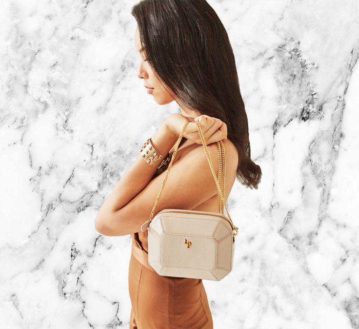#bridesmaidclutch #bridesmaidbag #bridesmaidpouch #luxurybag #luxuryclutch #designerclutches #emeraldbag  #leatherclutch
