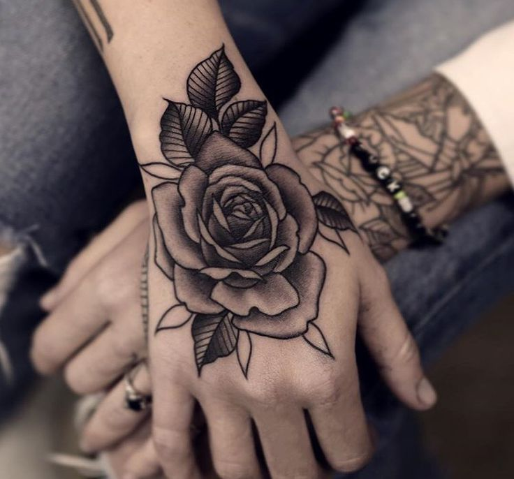 die 25 besten ideen zu rosenhandtattoo auf pinterest hand tattoos rose t towieruslidreng auf. Black Bedroom Furniture Sets. Home Design Ideas