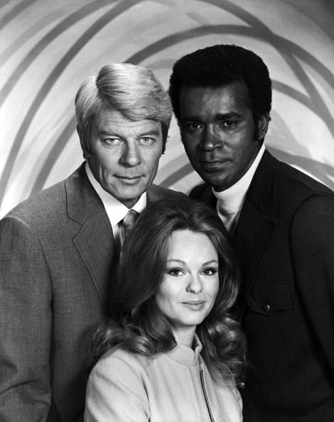 """Lynda poses with co-stars (l) Peter Graves and (r) Greg Morris for the TV show """"Mission:Impossible"""", 1971."""