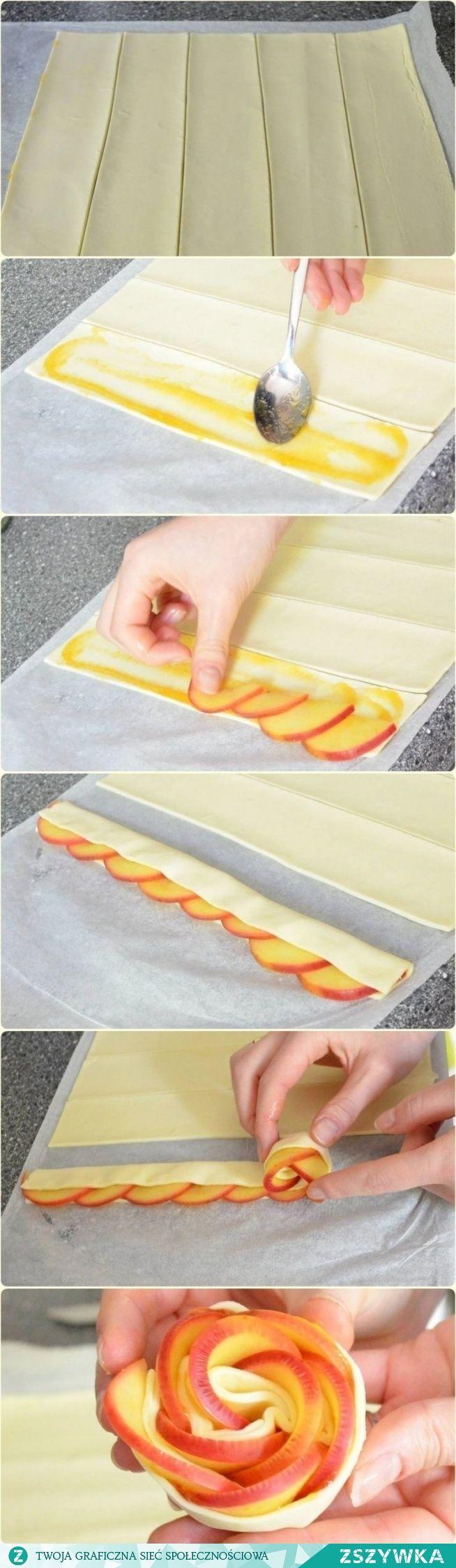 Zobacz zdjęcie Jabłkowe róże w cieście francuskim Składniki 2 blaty gotowego ciasta francuskiego 4 jabłka 2 łyżki dżemu morelowego 2 łyżki cukru 1 cytryna (sok) Sposób przygotowania Ciasto francuskie wyciągnąć z lodówki na około 10 minut przed przystąpieniem do przygotowywania ciastek. W międzyczasie umyć jabłka, przekroić na połówki i pozbawić gniazd nasiennych. NIE obierać ze skórki! Połówki jabłek pokroić na plasterki o szerokości około 2 mm. Pokrojone jabłka umieścić w rondelku, zalać…