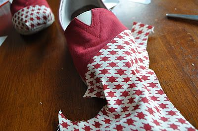 """God forbid this ever happens to my TOMS, but this is SO easy even the non-sewing inclined like me can easily """"patch"""" a pair of TOMS and give them a nice makeover."""