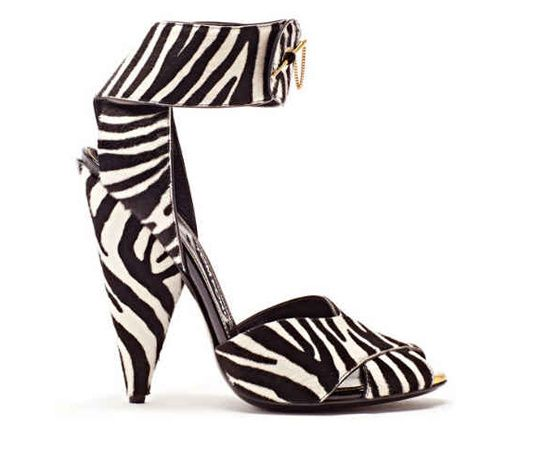 Tom Ford sandale zebre http://www.vogue.fr/mode/shopping/diaporama/shopping-imprime-zebre-rayures-animales/14664/image/808564#!tom-ford-sandale-zebre