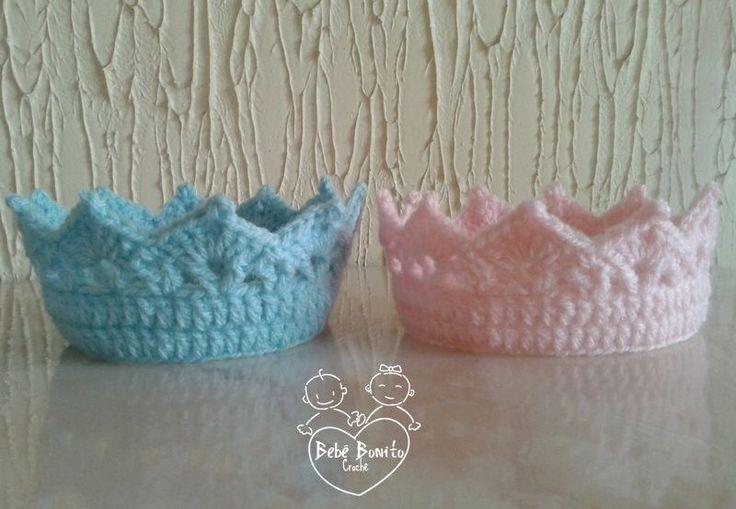 2 Coroas em Crochê Azul & Rosa Bebê - Fotos em estúdio com recém-nascidos (Newborn) gêmeos.