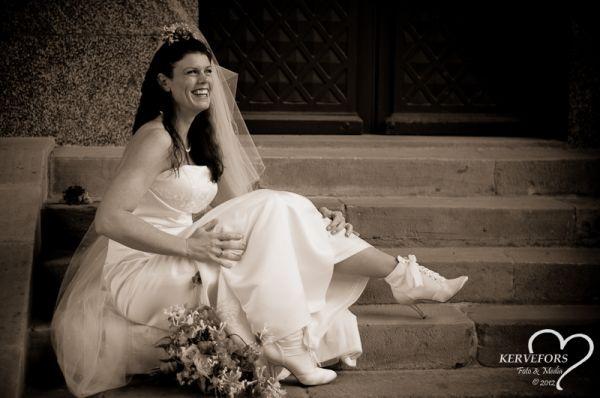 Smiling Bride! Weddingphotography - Portrait in natural light - Photographer Therése Kervefors Nynäshamn Sweden / Bröllopsfoto - Porträtt i naturligt ljus - Fotograf Therése Kervefors Nynäshamn Sverige