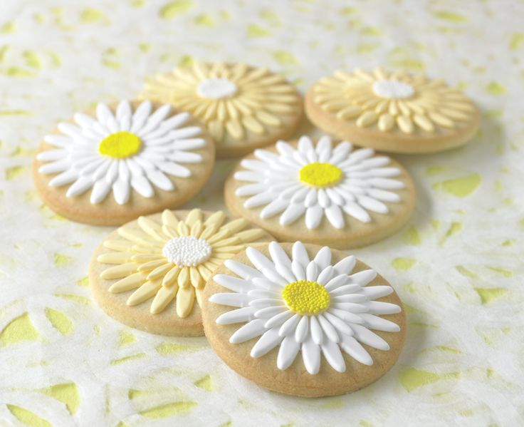 Delightful Daisy Cookies will stand out at any party! Get the directions and tools when you sign up for #mycakedecorating