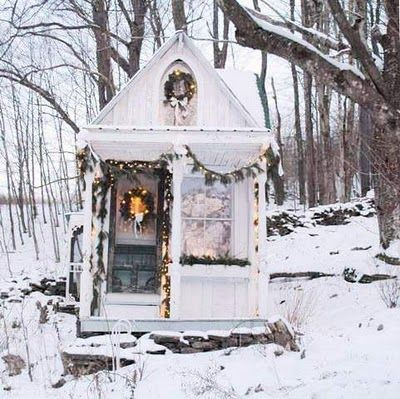 Dreaming of a white ChristmasDecor Ideas, Winter Cabin, Tiny House, Dreams Vacations, Winter Wonderland, White Christmas, Tiny Cottages, Holiday Decor, White House