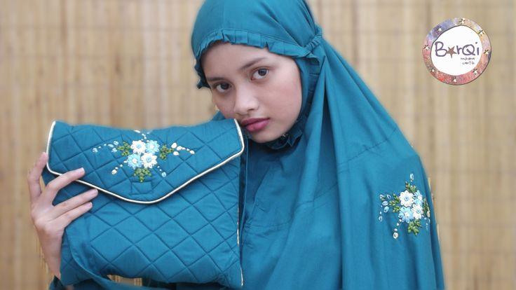 [MUKENA CANTIK] Bar-Qi Hubungi : 08129427114 Toko ada di Thamrin City lantai bawah Kelebihan: -mudah diawa -bermacam macam bahan, model dan warna -harga terjangkau -jahitan rapi -detail cantik -100% Indonesia