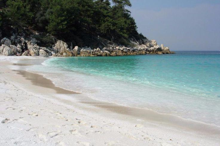 Η ελληνική παραλία που τη βλέπεις και... σου τρέχουν τα σάλια