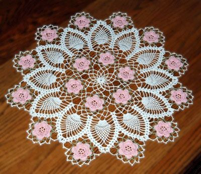 Made to order crochet doily with flowers- holiday doily, beautiful crochet doily.