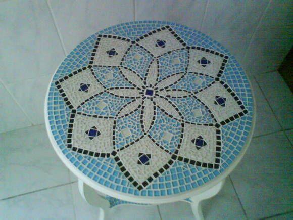 Mesa de Mosaico em MDF personalizada com Mandala.                                                                                                                                                                                 Mais