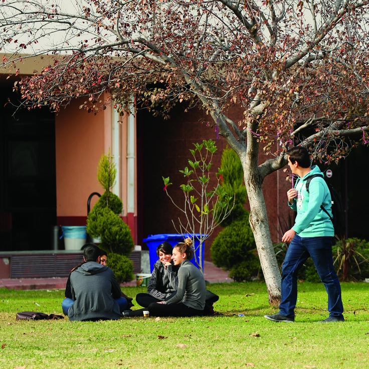 Tüm öğrencilerimize bu güzel günde iyi dersler diliyoruz.. #egeuniversitesi #ogrenci #ders