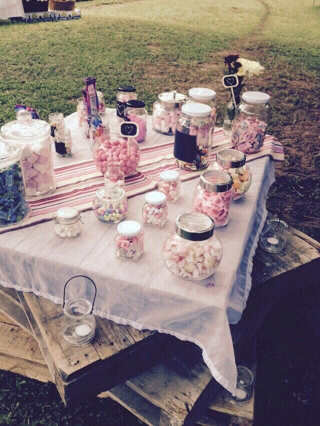 Candy jar table on rustic palletts
