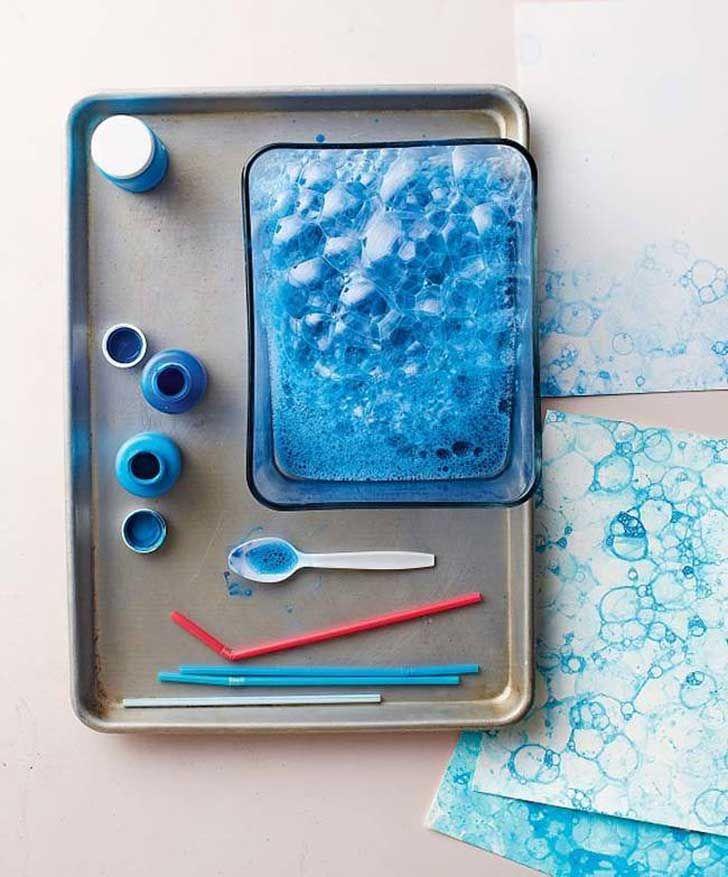 Maneras originales de envolver regalos. 15. Pintura y jabón dan efecto de burbujas