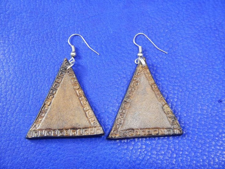Triangular leather earrings with embossing, Кожаные серьги с тиснением Треугольники by RozaBracelets on Etsy
