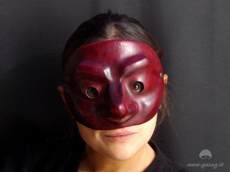 Capitano, maschera teatrale in cuoio, Commedia dell'Arte, altri colori e forme su ordinazione di GAIAGeri su Etsy