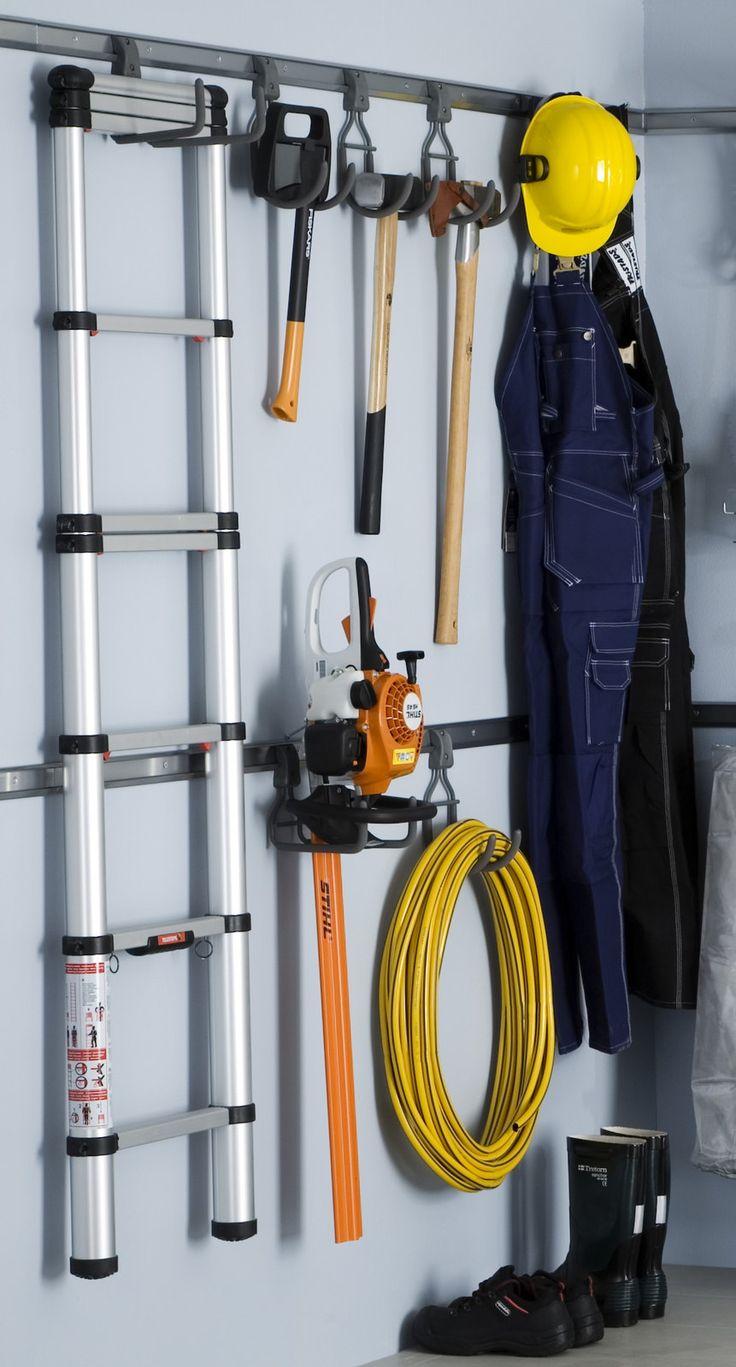 Oma koukkunsa suurillekin työkaluille ja tarvikkeille. - Own hook for every big tool.