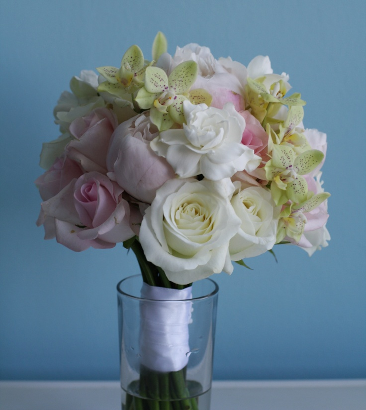 Buchet mireasa din gardenii, bujori, trandafiri, orhidee