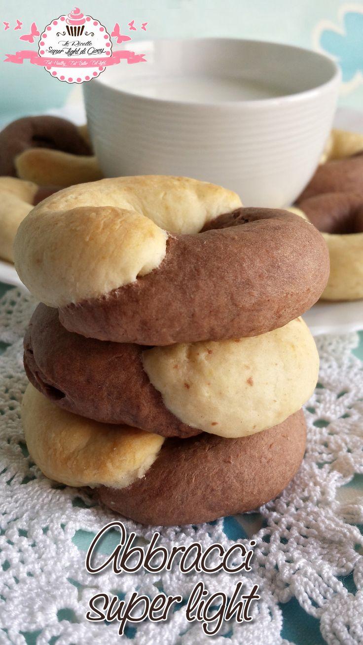 Io amo i biscotti, soprattutto al mattino per colazione e cosa c'è di meglio di una dolce abbraccio al nostro risveglio con una bella tazza di latte caldo?