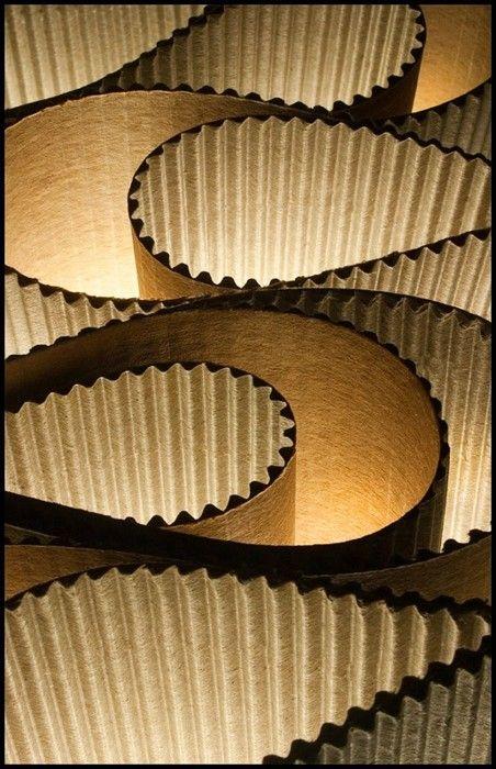 papel corrugado - como si fuese un gusano el papel tiene ese movimiento ondulante...