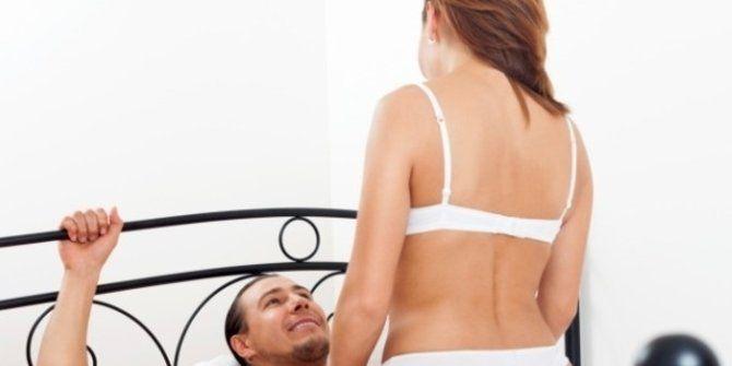 Posisi seks pencegah ejakulasi dini, mengatasi ejakulasi dini dengan memilih posisi seks yang tepat.