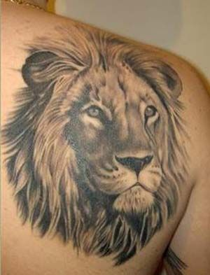 This lion tattoo is stunning... wish could find out the artist's name