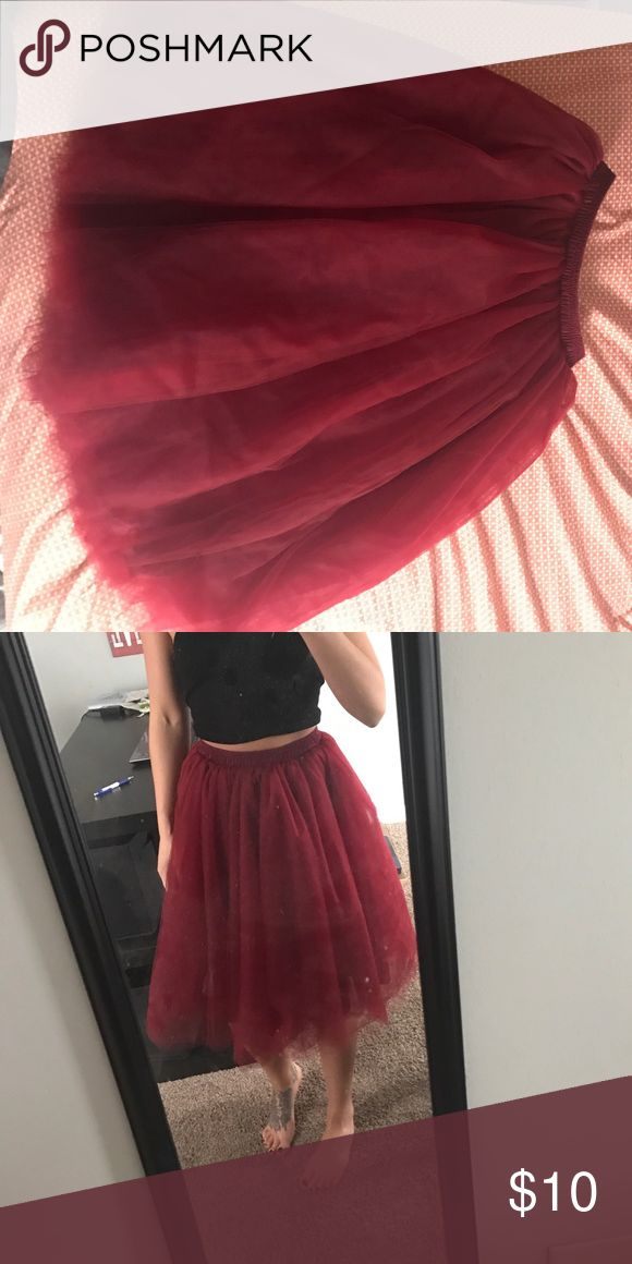 Maroon tulle skirt Cute Maroon Tulle Skirt, never worn out. Basically brand new ☺️ Skirts Midi