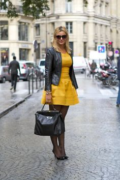 Robe jaune collant noir