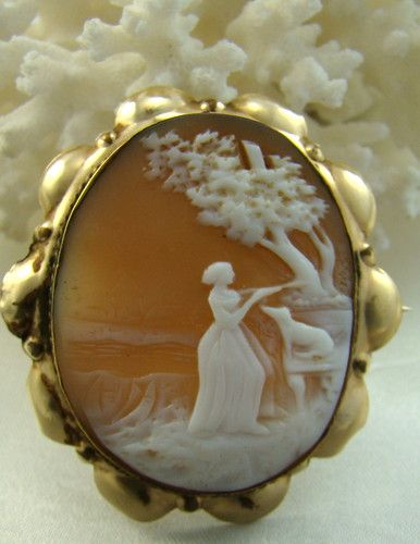 BEAUTIFUL LARGE ANTIQUE VICTORIAN CARVED SHELL SCENIC CAMEO ~ WOMAN W/ DOG