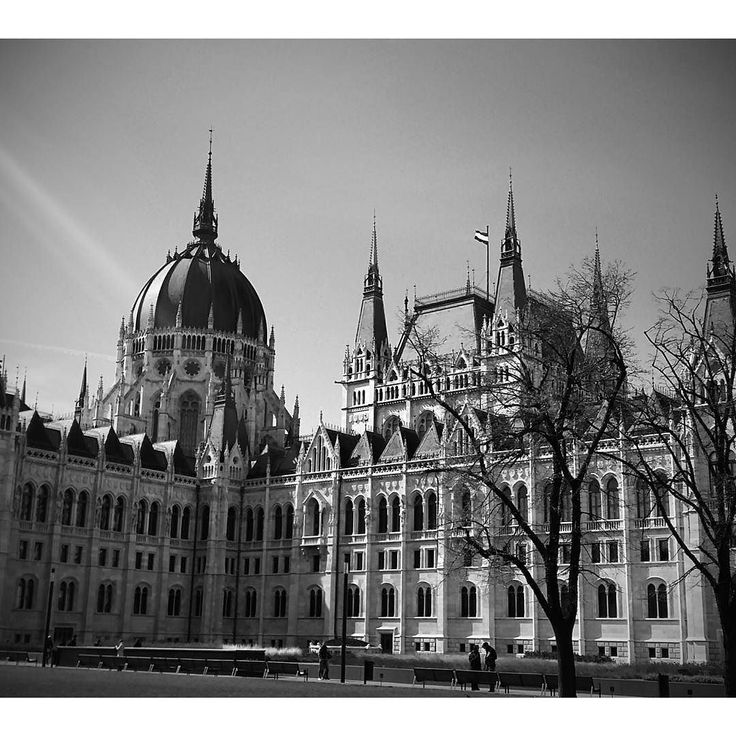 How I loved Budapest! If you have to pick one thing to visit let it be the Hungarian Parliament. Beautiful outside and in.  Check link in bio!  #budapest #hungary #boedapest #hongarije #stedentrip #citytrip #parliament #parlement
