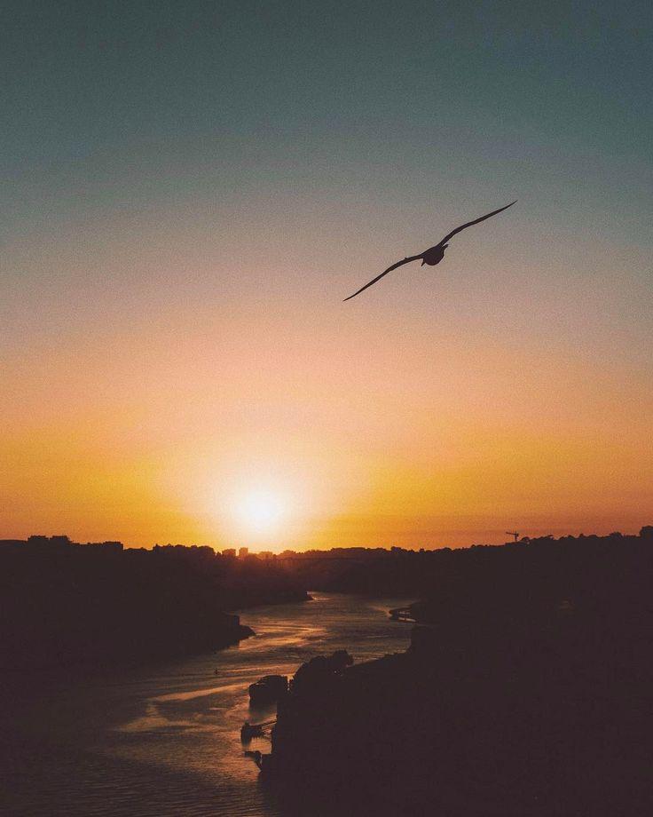 484 отметок «Нравится», 9 комментариев — Nastya. (@anastasiakuzmina) в Instagram: «сегодня я самый печальный человек на Земле ☁️ хорошо, что завтра новый день ✨»