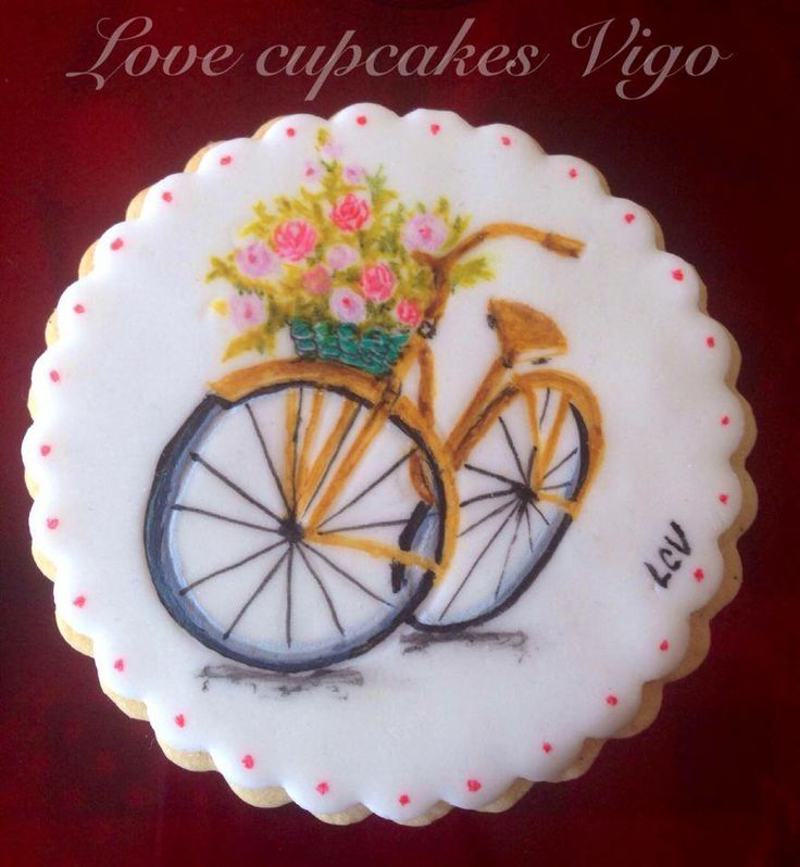 Galleta bicycleta pintadas a mano. Decorated cookie bicycle with flowers hand painted. Cookie art.