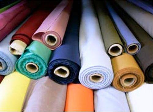 A selyem az egyik legnépszerűbb dekoranyag rendkívül sokrétű felhasználhatósága miatt. Lágy az esése, nem átlátszó, de átengedi a fényt.