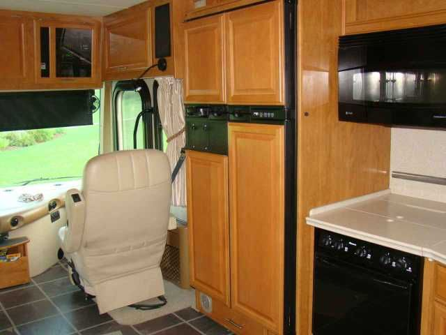 2008 Used Fleetwood Discovery 40X Class A in Ohio OH.Recreational Vehicle, rv, 2008 Fleetwood Discovery 40X, This is a 2008 Fleetwood Discovery 40X Class A Diesel Pusher that is 41 feet long. It has three Slide-Outs w/awnings, 6-Speed Allison transmission, 350HP Cummins engine on a Freightliner chassis, 50 Amp service, Automatic leveling jacks, Satellite system, Power patio shade awning, Power door awning, 117K Miles, Heated power leather front seats, Power front window shades, Rear back-up…