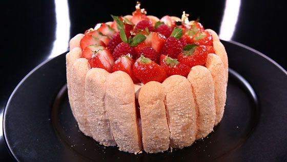 - Biscuit cuillère rose- Crème pâtissière à la fève de tonka- Réalisation