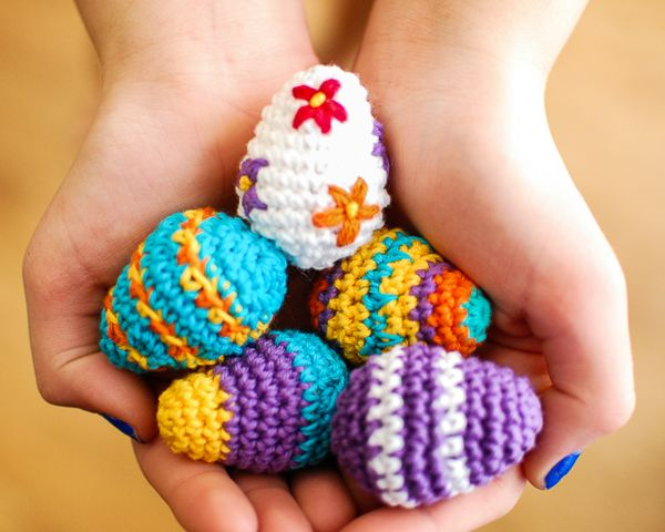 Here are adorable no-calorie Easter eggs that are quick & fun to crochet.
