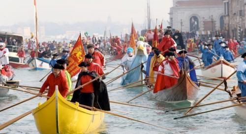 Veneto: #Carnevale #2017 #giorno due: corteo acqueo in Canal Grande e stand gastronomici (link: http://ift.tt/2j1YFHj )
