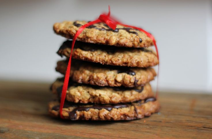 Два рецепта печенья с шоколадом, изюмом, медом и корицей - Полавкам. Cookies with chocolate, raisins, honey, and cinnamon.