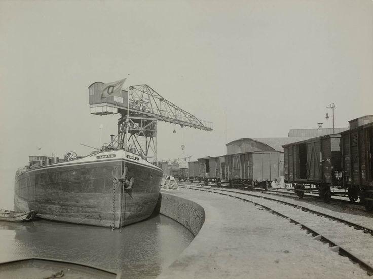 Loskade Goederenwagens, Waalhaven Nijmegen. 1932