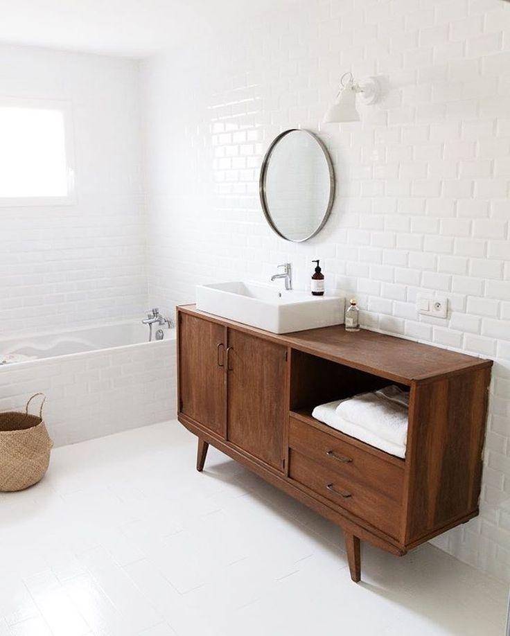 Mise en place, petit à petit, de notre salle de bain.