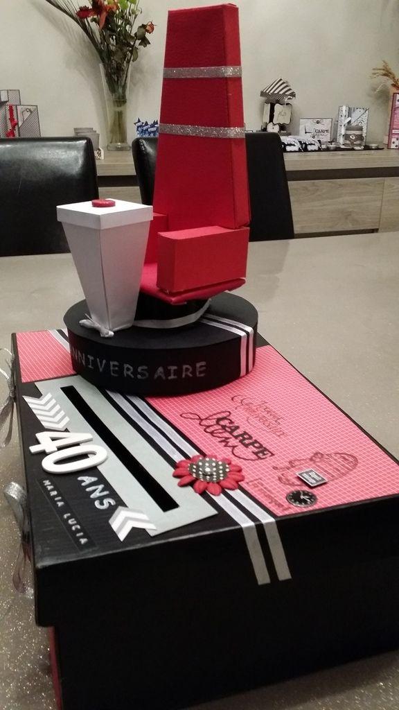 J'ai aussi créé une petite urne sur le thème de The Voice pour un anniversaire.