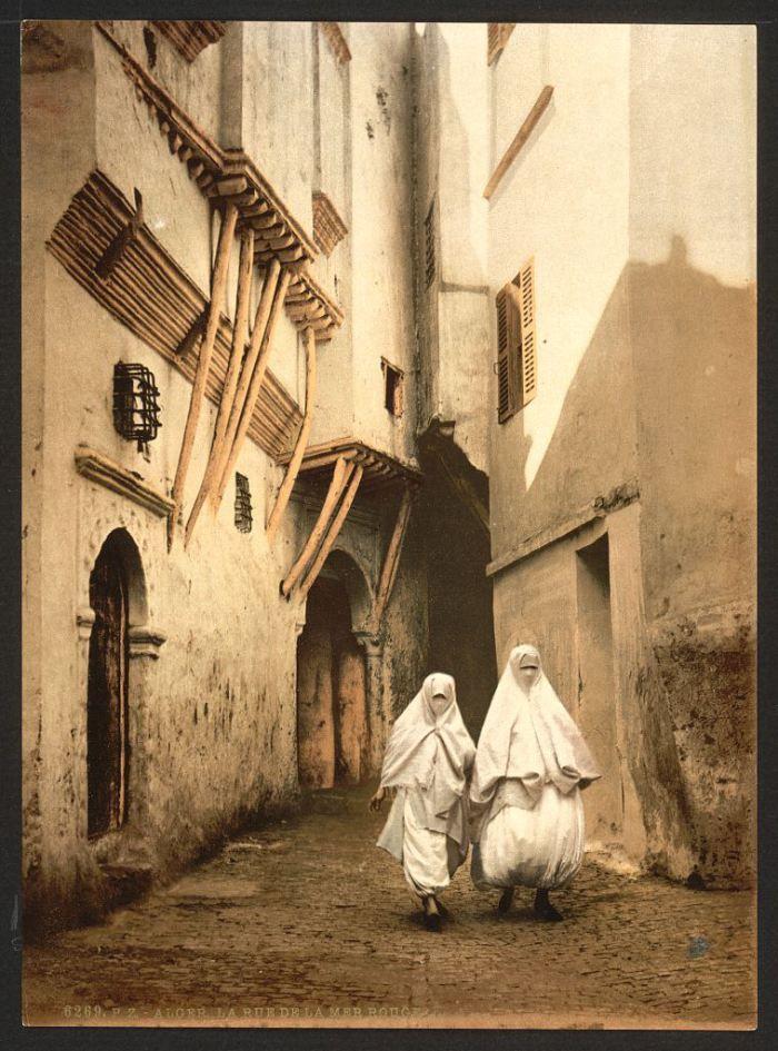 Asymmetry  Red Sea street, Algiers, 1899.