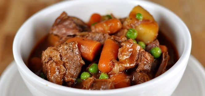 A melhor receita de carne de panela: Aprenda a fazer uma deliciosa Carne de Panela simples com mandioca, batata e molho delicioso!