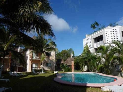 Tulum Tropical Suite Tulum Set 5 km from Tulum Archeological Site in Tulum, this apartment features a terrace. The air-conditioned unit is 1.1 km from Tulum Bus station.  The kitchen features an oven and a toaster, as well as a coffee machine and a kettle.