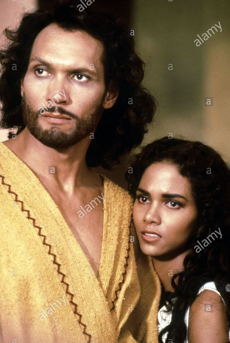 Halle berry and jimmy smits in solomon and sheba 1995