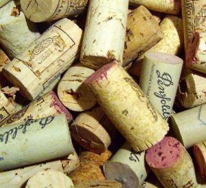 vinjournalen.se -   : Kineser vill ha naturkork, säger undersökning |  Enligt en rapport av DecanterChina.com så har kineserna fortfarande inte helt vant sig vid skruvkapsyl. Men undersökningsföretaget Wine Intelligence tror att den inställningen kan vara på väg att ändras, särskilt som Kina importerar mer och mer vin från länder som exempelvis Australien och Chile... https://www.vinjournalen.se/nyheter/2017/09/05/kineser-vill-ha-naturkork-sager-undersokning/
